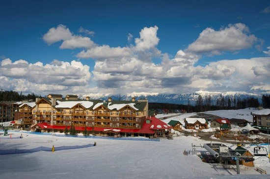 Trickle Creek Lodge: Hotel from the mountain
