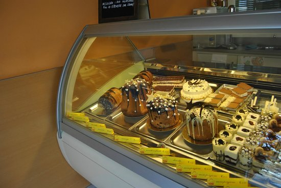 Bagnatica, Italy: vetrina torte