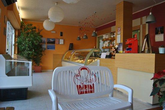 Bagnatica, Italy: negozio interno