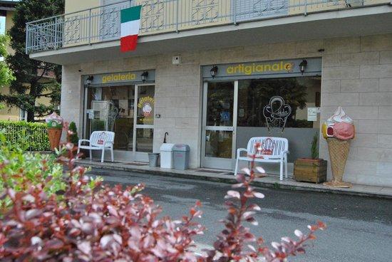 Bagnatica, Italy: negozio