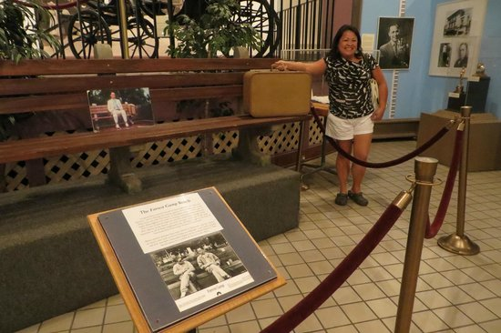 Savannah History Museum: At the Forrest Gump bench