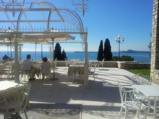 Hotel Villa Florida : La terrasse pour le petit déjeuner !