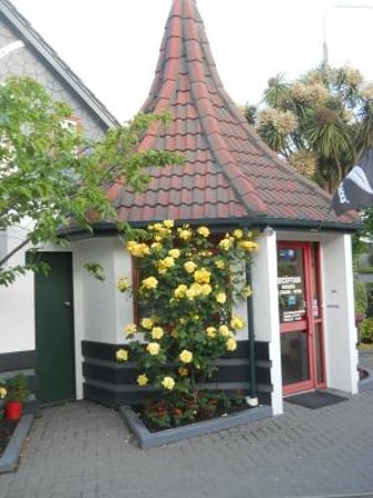 Amross Court Motor Lodge: Office