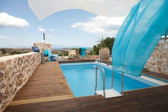 Villa Suites: Χώρος πισίνας