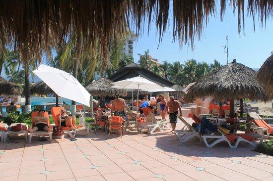 Sunscape Dorado Pacifico Ixtapa: Around the pool