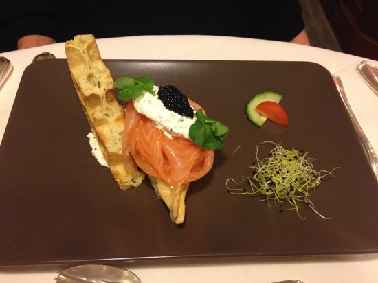 Les gastronomes : Gaufre, saumon et crème au raifort