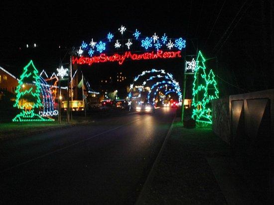 Gatlinburg Christmas.Christmas Driveway Picture Of Westgate Smoky Mountain