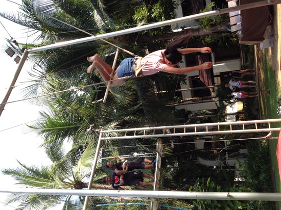 Marriott's Phuket Beach Club : Take a trapeze class and learn to do this!