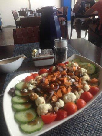 La Vista Latin Grill & Bar: breakfast salad served here