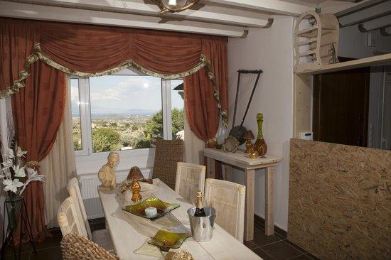 Τραπεζαρία -Villa Suites