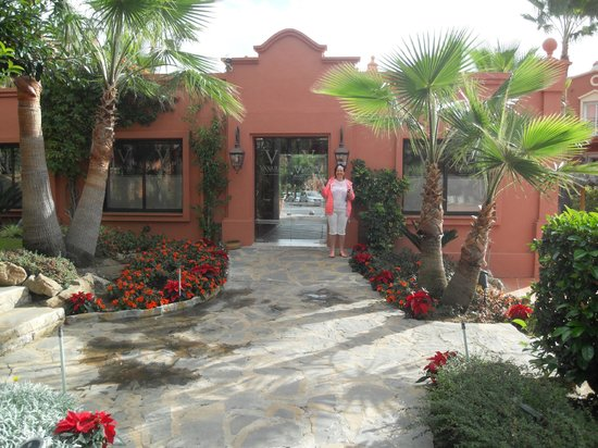 Vasari Vacation Resort : leading to hotel entrance