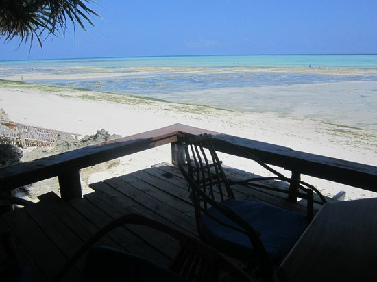 Mnarani Beach Cottages: view of the ocean