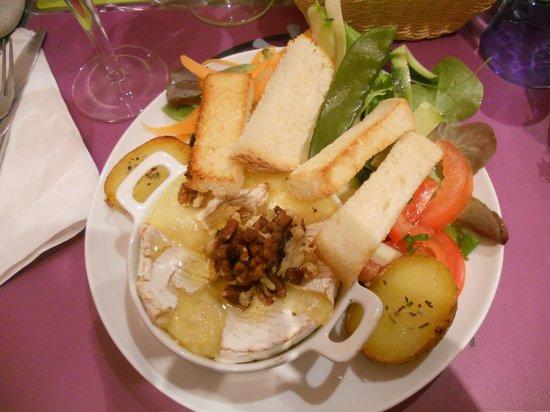 Crocantine : Camembert al forno con noci, miele e verdure