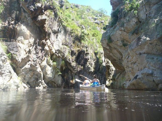 Swellendam, Sudáfrica: Rowing up the kloof.