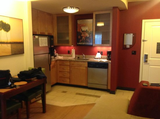 Residence Inn Jackson : Kitchen area