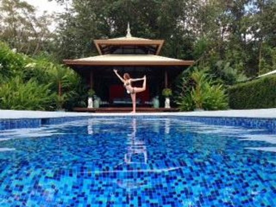 Blue Osa Yoga Retreat and Spa: Playing by the pool