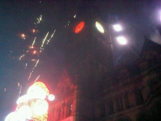 Manchester Town Hall: Crazy fireworks again
