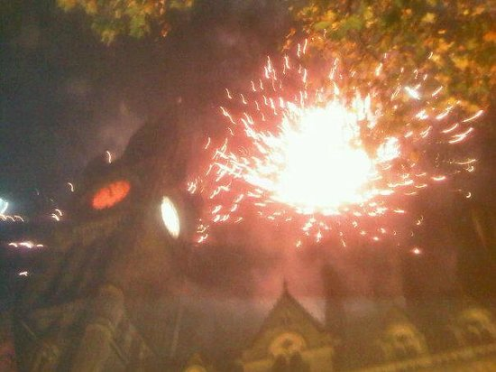 Manchester Town Hall: Crazy fireworks