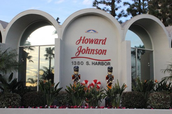Howard Johnson Anaheim Hotel and Water Playground: Front of lobby