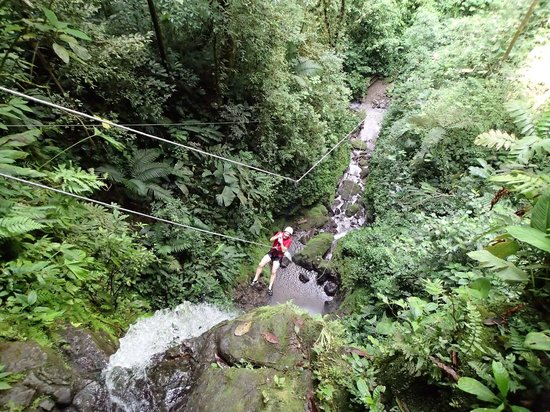 Desafio Adventure Company - Day Tours: One of the big rappels