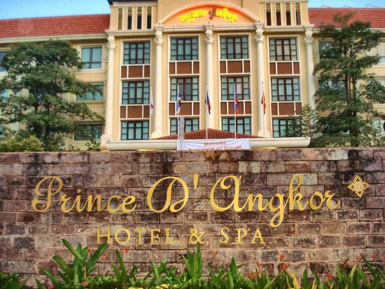 Prince D'Angkor Hotel & Spa: Front of the hotel