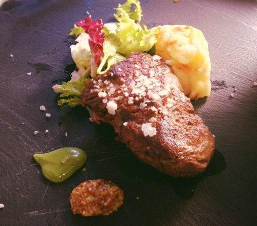 Dom Vinos: Solomillo de ternera servido con mostazas