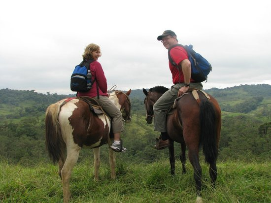 Villa Blanca Cloud Forest Hotel and Nature Reserve: Horseback riding around Villa Blanca