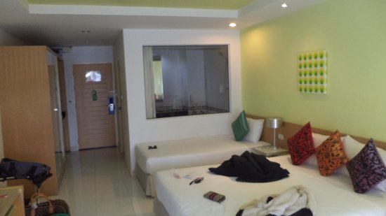Best Bella Pattaya: Room's nice from a far but on closer inspection.. tut tut