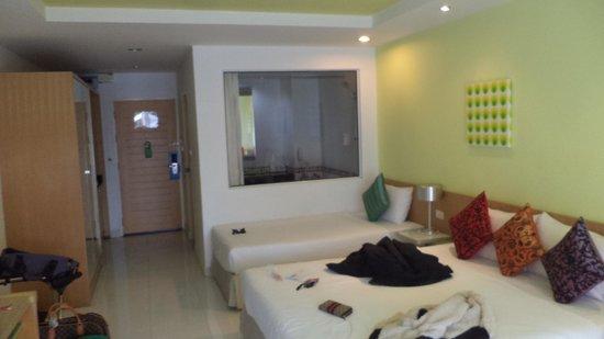Best Bella Pattaya : Room's nice from a far but on closer inspection.. tut tut