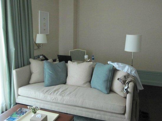 Oriental Residence Bangkok: Living Area
