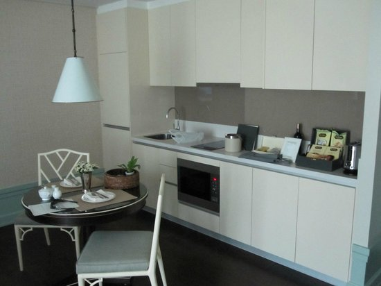 Oriental Residence Bangkok: Kitchen Area