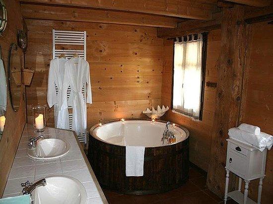Snow Candy - Chalet La Plagnette: Large Bath