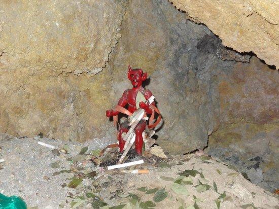 Sanctuary of El Socavon: Imagen del diablo dentro de la mina