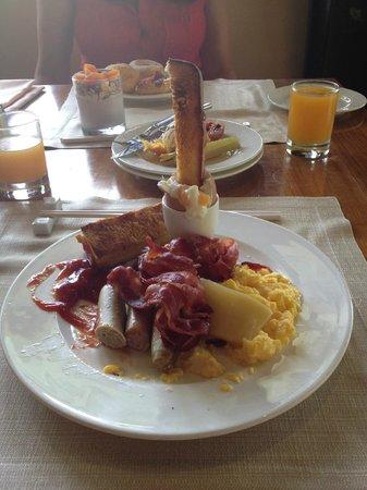 The Laguna, a Luxury Collection Resort & Spa : Breakfast