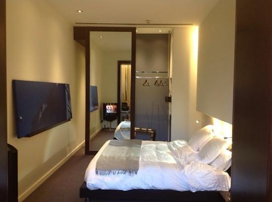 Sixtytwo Hotel: quarto enorme e muito confortável.