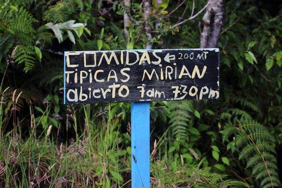 Comidas Típicas Miriam: Roadside sign