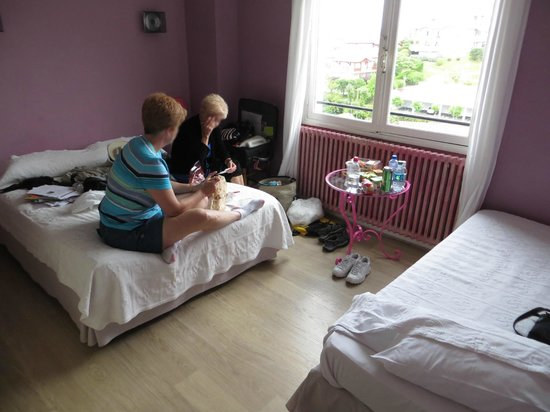 Hotel Agur Deneri : Our first room