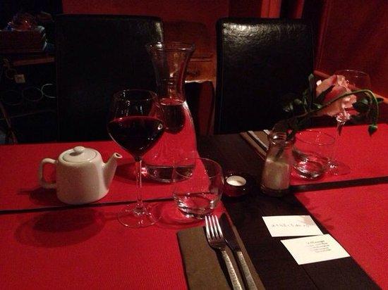 Le Venise: 红酒一杯六欧 热水一壶很难的 后又续了一壶 凉水一瓶 水都免费:-)