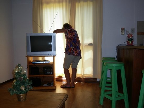 Cabanas Del Potrero: Aca se ve clarito el tipo de TV que tienen las cabañas