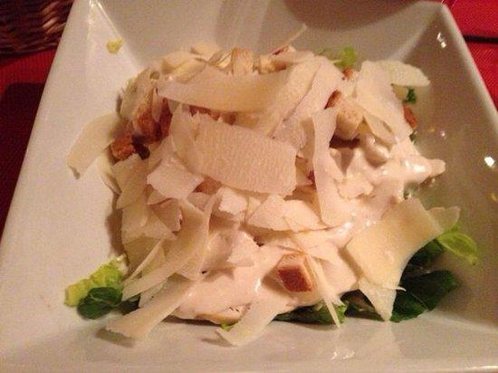 Le Venise: 凯撒沙拉十四欧 很好吃 配着免费的面包:-) 其实吃完沙拉我就饱了
