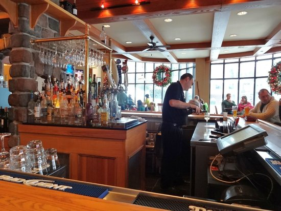 High Peaks Resort : Grabbing a drink