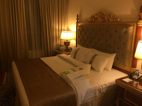 Holiday Inn Bur Dubai - Embassy District: The bed