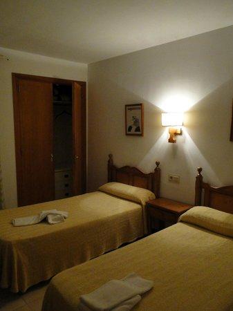 Leo Apartments: Bedroom