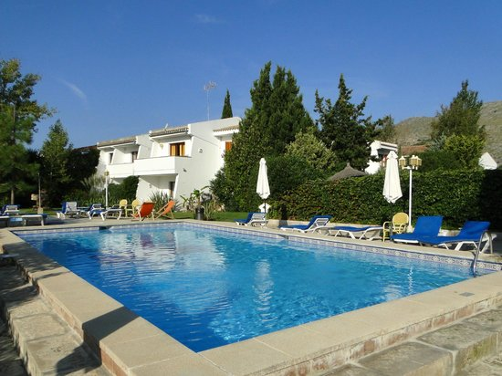Leo Apartments: Main Pool
