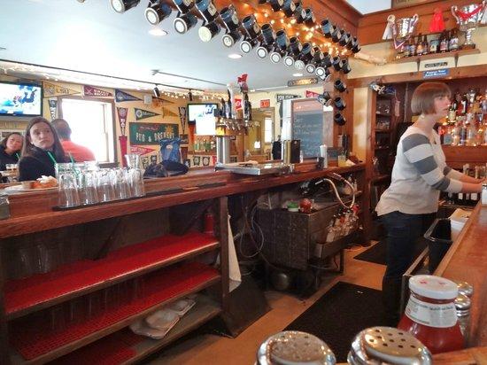 Lake Placid Pub & Brewery: The bar