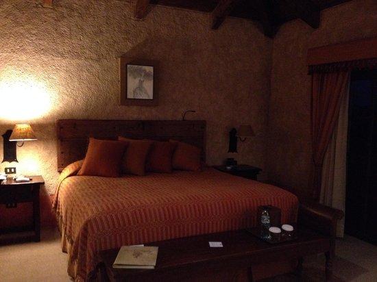 Hotel Museo Spa Casa Santo Domingo: King Bed