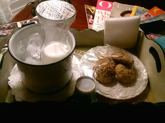 J. Patrick House Bed and Breakfast Inn: Milk & cookies delivered to our room in the evening
