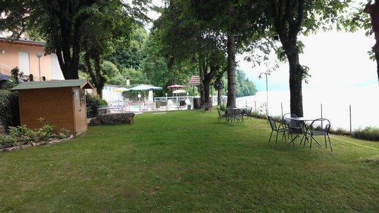 Lago Park Hotel: scorcio giardino