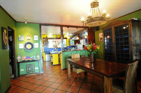 Casa Bella Rita Boutique Bed & Breakfast: Dining Room and Kitchen views