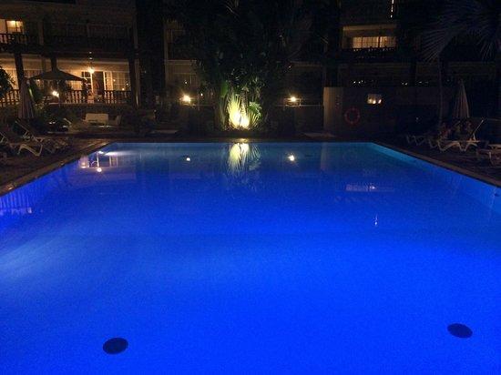 Hotel Les Creoles: piscine de nuit